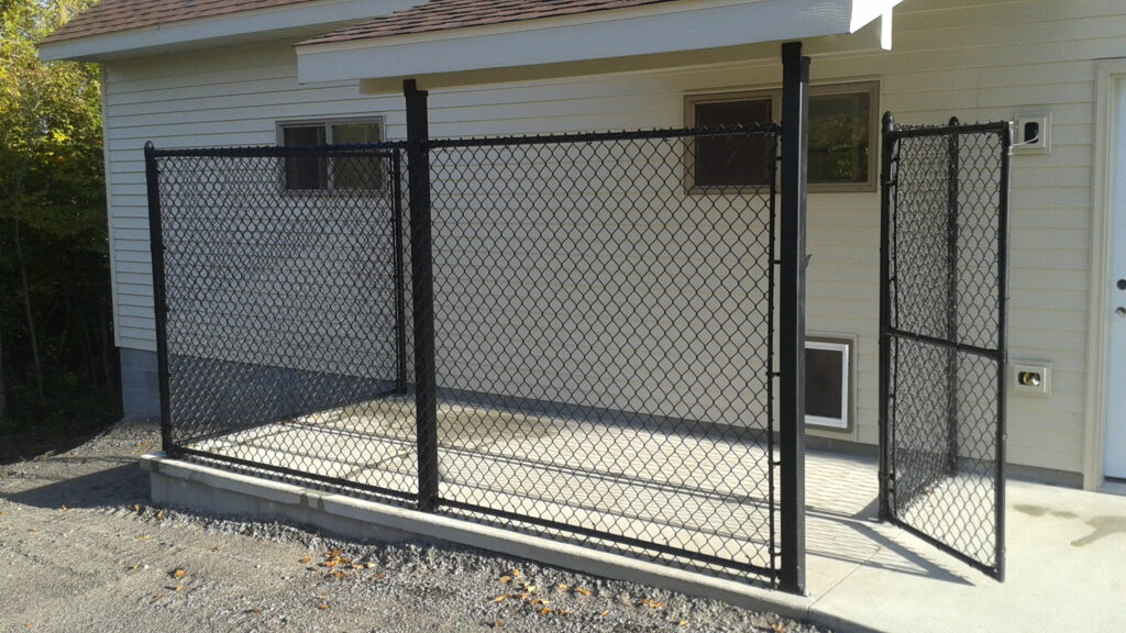 fence, vinyl fence, chainlink fence, horse fence, dog fence, privacy fence, semi-privacy fence, picket fence, wood fence, pool fence, chain link fence, aluminum fence, wrought iron fence, steel fence, security fence, commercial, commercial fence, security fence, pole barn fence, hurricane fence, mn contractor, minnesota contractor, deck, maintenance-free, northland fence, midwest fence, benboom